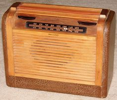 Vintage Philco Portable Radio, Model 46-350, Broadcast Band Only (MW), 6 Tubes, Line & Battery Powered, Made In USA, Circa 1946.