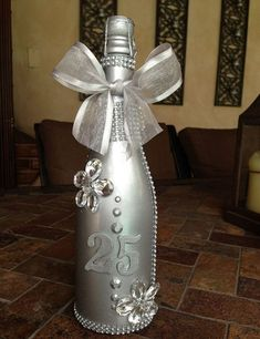 Geschenk Hochzeit – Decorative Bottles : Order this unique and memorable gift for a Anniver… Decorative Bottles : Order this unique and memorable gift for a Anniversary at lizet send me an email -Read More – Source by contact_DecorHome 25 Wedding Anniversary Gifts, Anniversary Gifts For Parents, Anniversary Decorations, Gifts For Wedding Party, Anniversary Ideas, 25th Anniversary Parties, Second Anniversary, Parent Gifts, Decorative Bottles