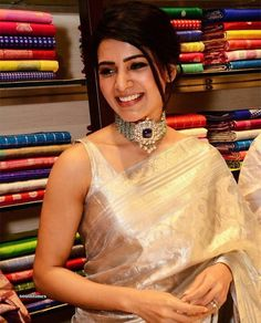 Our Favourite Celebs Show Us How To Style The Uber-Chic Sleeveless Blouse! Indian Dresses, Indian Outfits, Samantha In Saree, Samantha Ruth, Kerala Saree Blouse Designs, Saree Wedding, Indian Wedding Sarees, Wedding Wear, Wedding Dress