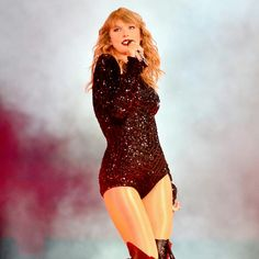 Taylor Swift sexy outfit with sheer nude pantyhose Taylor Swift Repuation, Taylor Swift Costume, Taylor Swift Tumblr, Taylor Swift Concert, Taylor Swift Pictures, Swift 3, Swift Tour, Taylor Swift Wallpaper, Swift Photo