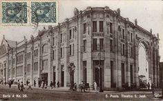 Cartão postal mostra o antigo Theatro São José, que ficava na esquina da Rua Xavier de Toledo com o Viaduto do Chá.   Sua demolição de lugar ao prédio Alexandre Mackenzie, onde funciona atualmente o Shopping Light.