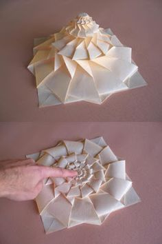 http://origamimaniacs.blogspot.com/2012/11/origami-flower-tower-by-chris-palmer.html