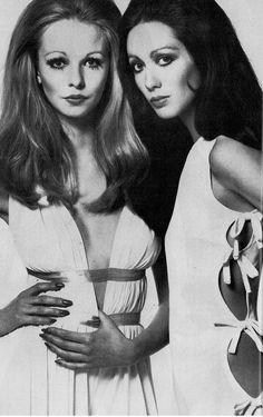 Side bows, 1969. 60s summer fashion.