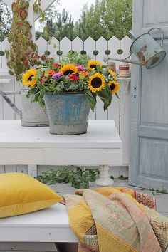 Sunflowers for the patio Rusty Garden, Nothing Gold Can Stay, Vibeke Design, Bee Boxes, Living Off The Land, Patio, Cozy Cottage, Flower Images, Nordic Style