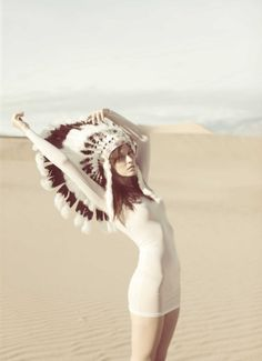 The feather headdress inspired by American Indians are catching my eye of late. or maybe i'm still in my tipi tent wedding obsession mode . American Apparel, Red Indian, Indian Summer, Indian Hat, Indian Style, Indian Desert, Hippy Chic, Boho Chic, Bohemian
