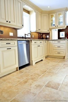 Traditional Antique White Kitchen Cabinets #09 (Kitchen-Design-Ideas.org)
