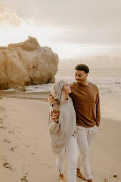 Sunrise Engagement Photos, Engagement Photo Outfits, Engagement Photo Inspiration, Engagement Pictures, Love Couple Photo, Couple Photo Poses, Malibu Beaches, Beach Pictures, Beach Photos Couples