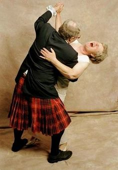 cute! Nie Zu Alt, People Dancing, Dancing Couple, Old Love, Lets Dance, Shall We Dance, Dance The Night Away, Spinal Stenosis, Joie