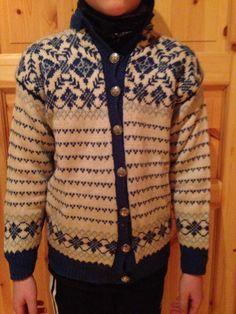 Sirius k 859 Embroidery Patterns, Knitting Patterns, Norwegian Knitting, Knitting Machine, Yarns, Color Combinations, Vests, Weave, Knitwear