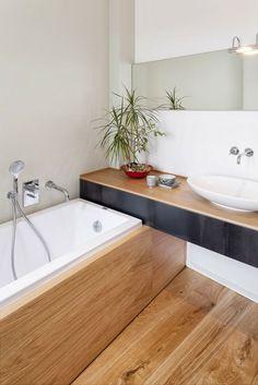 sol et baignoire revêtement bois
