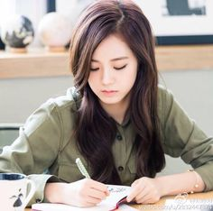 Image uploaded by elly. Find images and videos about kpop, blackpink and jisoo on We Heart It - the app to get lost in what you love. Kim Jennie, Jenny Kim, Blackpink Jisoo, Kpop Girl Groups, Korean Girl Groups, Kpop Girls, Lisa Park, Forever Young, Square Two