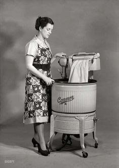 Shorpy Historical Photo Archive :: Through the Wringer: My Aunt Sadie had one; I loved playing with the wringer.