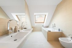Wohnen auf höchstem Niveau - Extravagante Penthouses mit Traumaussicht im Herzen Wiens Alcove, Bathtub, Bathroom, Attic Conversion, Objects, Homes, Standing Bath, Washroom, Bathtubs