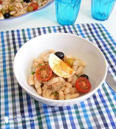 ENSALADA DE JUDIAS BLANCAS {Con vinagreta de ajo y comino} - Cogollos de Agua Salads, Chicken, Meat, Gastronomia, Easy Meals, Vinaigrette, Garlic, Cooking Recipes, Legumes