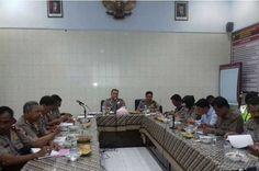 Tribratanewsmagelangkota.com – Kepala Kepolisian Resor Magelang Kota Jawa Tengah Ajun Komisaris Besar Polisi Edi Purwanto SIK MH di damping