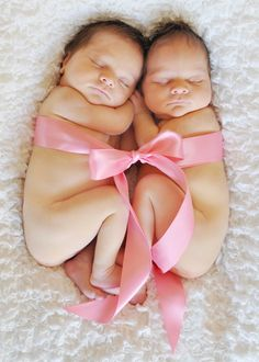 newborn twin girls @Alison Hobbs Hobbs Cochrane do this with the precious little ones! how adorable! frame it for the nursery!