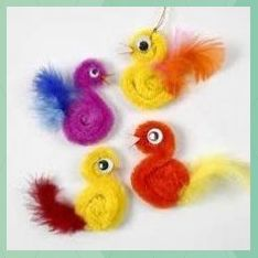 Chickens made of pipe cleaners and feathers DIY instructionsGuide step 410 Pipe Cleaner Animals - In The cute pipe cleaner animal crafts for kids to makeCrafts chenille wire with pipe cleaner animals tinker - Animal Crafts For Kids, Diy Crafts For Kids, Fun Crafts, Arts And Crafts, Easter Crafts Kids, Craft Kids, Easter Ideas, Pipe Cleaner Animals, Chenille Crafts