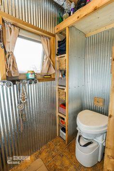 V mobilním domku je kompostovací záchod.