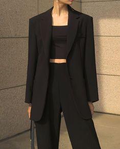 Minimalist, classic, and elegant outfit idea. Aesthetic Fashion, Look Fashion, Aesthetic Clothes, Korean Fashion, Fashion Design, Fashion Fall, Fashion Men, Office Fashion, Fashion Trends
