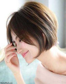 30 Best Short Haircuts for Women - Frisuren - Cheveux Bob Haircuts For Women, Best Short Haircuts, Cute Hairstyles For Short Hair, Hairstyles Haircuts, Curly Hair Styles, Pixie Haircuts, Haircut Short, Shortish Hairstyles, Short Hair For Women