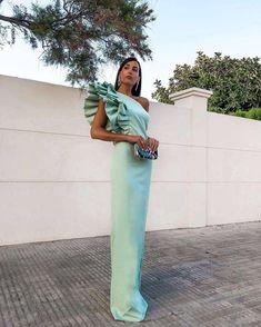 Gala Dresses, Event Dresses, Satin Dresses, Occasion Dresses, Off Shoulder Outfits, Sexy Evening Dress, Sleeves Designs For Dresses, High Fashion Dresses, Haute Couture Dresses