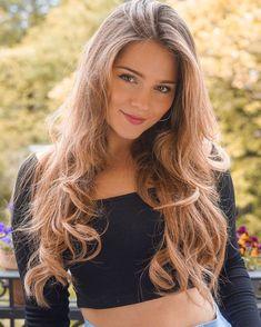 Girl Face, Woman Face, Beautiful Eyes, Gorgeous Women, Very Beautiful Woman, Brunette Beauty, Hair Beauty, Haircuts For Wavy Hair, Pretty Face