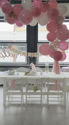 Ballonnenboog of backdrop (per meter) | Ballondecoraties | Partyzz! Paris Chic, Shower Ideas, Chandelier, Baby Shower, Ceiling Lights, Table Decorations, Party, Pink, Beautiful