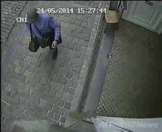 ブリュッセル(Brussels)のユダヤ博物館(Jewish Museum)で起きた発砲事件で、ベルギー警察が公開した容疑者の映像(2014年5月24日撮影、同25日公開)。(c)AFP/BELGA/FEDERAL POLICE ▼26May2014AFP ユダヤ博物館の発砲事件、犯行映像を公開 死者4人に ベルギー http://www.afpbb.com/articles/-/3015875 #Jewish_Museum
