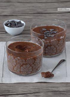 Cómo hacer mousse de chocolate esponjosa con dos ingredientes y sin huevo. Receta vegana para sorprender a todos