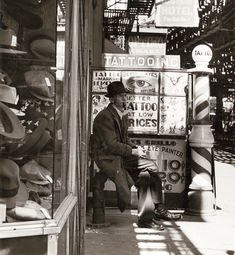 Bowery Tattoo Parlor, c. 1943 Andreas Feininger