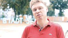 """Stadt sehen mit der Mülheimer Wunderkammer  Im Rahmen der Komplizenschaften widmet sich das Projekt """"Mülheimer Wunderkammer"""" von Juli 2016 bis zum Sommer 2017 dem gemeinsamen Aufspüren Betrachten Vermitteln und Verarbeiten der Besonderheiten auf dem """"Subkontinent"""" Mülheim bei Köln. Weitere Informationen unter schauspiel.koeln/spielplan/stadt-sehen/muelheimer_wunderkammer/  From: Schauspiel Köln  #Theaterkompass #TV #Video #Vorschau #Trailer #Theater #Theatre #Schauspiel #Clips #Trailershow"""