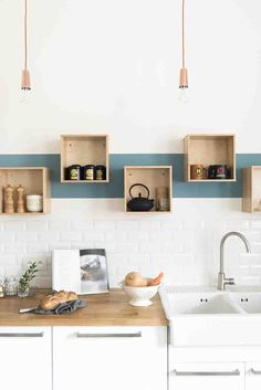 Rénovation décoration maison bourgeoise - Fusion D / Storage for the kitchen / Kitchen organizer / Küchenregale Kitchen Interior, New Kitchen, Kitchen Decor, Kitchen Design, Kitchen White, Kitchen Ideas, Kitchen Wood, Decorating Kitchen, Stylish Kitchen