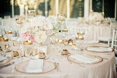Lovely gold accents / Photography by JAG Studios / Florist: KD&J Botanica