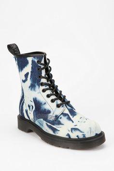 Dr. Martens Castel 8-Eye Bleached Boot
