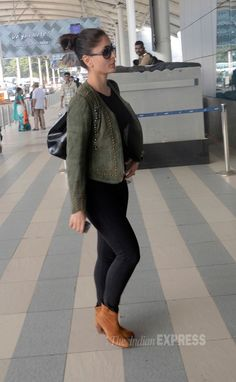 Kareena Kapoor stylish as always in black jeggings, boots and olive green jacket at Mumbai airport. #Bollywood #Fashion #Style #Beauty