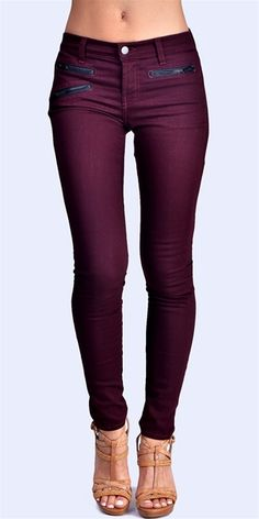 Plum Jeans, so cute for fall! I'd like to try this color of jeans/leggings. Plum Jeans, Jeans Denim, Purple Jeans, Skinny Jeans, Maroon Jeans, Mode Style, Style Me, Look Fashion, Womens Fashion