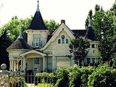 Needs a Little TLC, but Still Gorgeous #house, #victorian