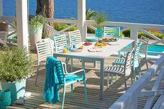 Epure et simplicité pour cette salle à manger outdoor