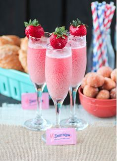 Impress your Easter brunch guests with these simple, show-stopping Easter cocktail recipes and spring drinks. Filled with the freshest flavors of spring, these Easter cocktails are unbelievably refreshing. Easter Cocktails, Prosecco Cocktails, Brunch Drinks, Spring Cocktails, Summer Drinks, Fun Drinks, Beverages, Strawberries And Cream, Frozen Strawberries