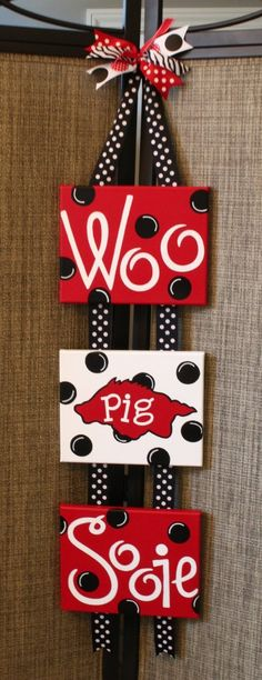 I need one of my crafty friends to make me one of these with Roll Tide Roll!  :)