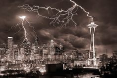 17 Famous Landmarks Getting Lit Up By Bolts Of Lightning  #GeorgeTupak