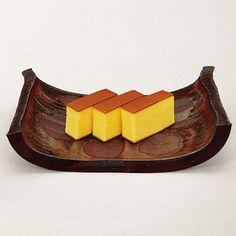 寛永元年(1624年)の創業から変わらない伝統の古法で焼きあげました。【カステラ】