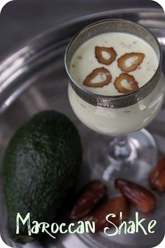 Shake it Sheherazade! With Avocado and Dates. Recipe in English and German.