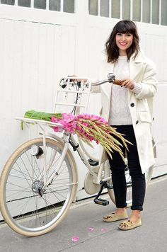 Bike Fashion: What to Wear When Riding A Bike  #bikefashion #streetstyle #fashion