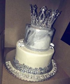 birthday cake inspiration ✨ Source by . Sweet 16 Birthday Cake, 21st Birthday Cakes, Beautiful Birthday Cakes, 22nd Birthday, Beautiful Cakes, Amazing Cakes, 18th Birthday Cake For Girls, 16th Birthday Decorations, Girl Birthday