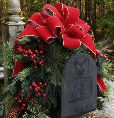 Outdoor Christmas Decoration Ideas - Mailbox Garland - Click Pic for 20 Front Porch Christmas Decorating Ideas