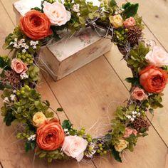 開店・新築のお祝い・結婚お祝いなどにおすすめなプリザーブドフラワーのリース