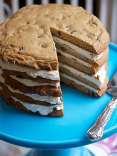 Giant Layered Cookie Cake from Big Girls Small Kitchen. Gives a whole new meaning to the plain old cookie cake Köstliche Desserts, Delicious Desserts, Dessert Recipes, Yummy Food, Dessert Healthy, Food Cakes, Cupcake Cakes, Cupcakes, Cookie Cakes
