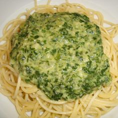 Spaghetti with creamed spinach- Recipe spaghetti with creamed spinach from Kranewitter – recipe of the main course with vegetables Beef Pizza, Veggie Pizza, Spinach Recipes, Vegetable Recipes, Side Recipes, Healthy Recipes, Healthy Food, Mini Pizza Recipes, Vegetarian Quiche