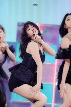 Nayeon, South Korean Girls, Korean Girl Groups, Asian Woman, Asian Girl, Hirai Momo, Stylish Girl Pic, Kpop Girls, Asian Beauty